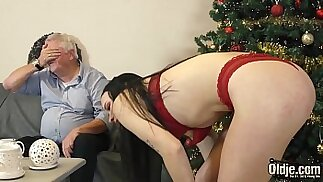 Young slut gets dicked down and sucks cum from old man in her juicy pink pussy
